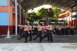 Pengibaran bendera oleh siswa-siswi Pramuka ARSIMBO
